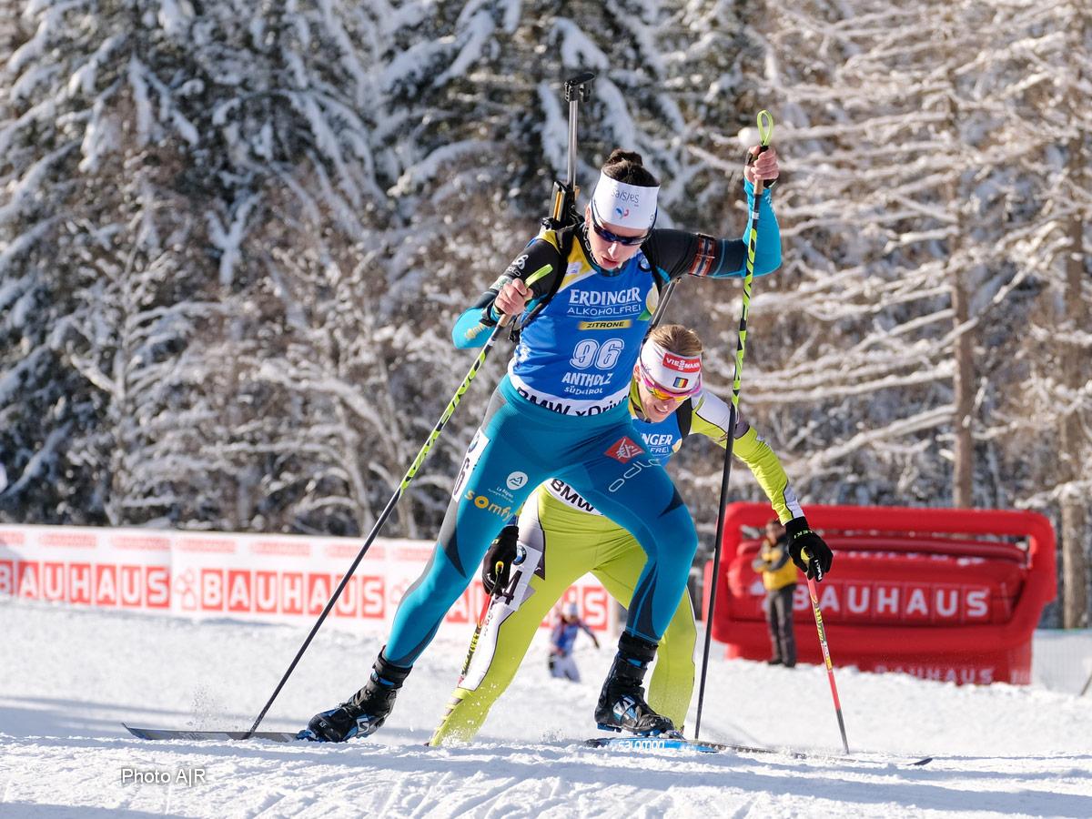 peli pro team julia simon french biathlete