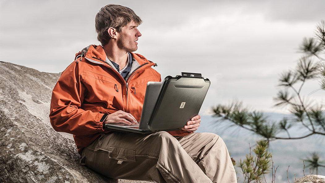 peli 1070cc hard protective laptop case