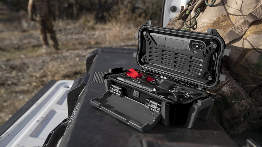 peli r20 flashlight phone case